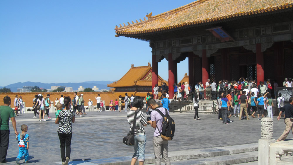 Guided visits to the Forbidden City.